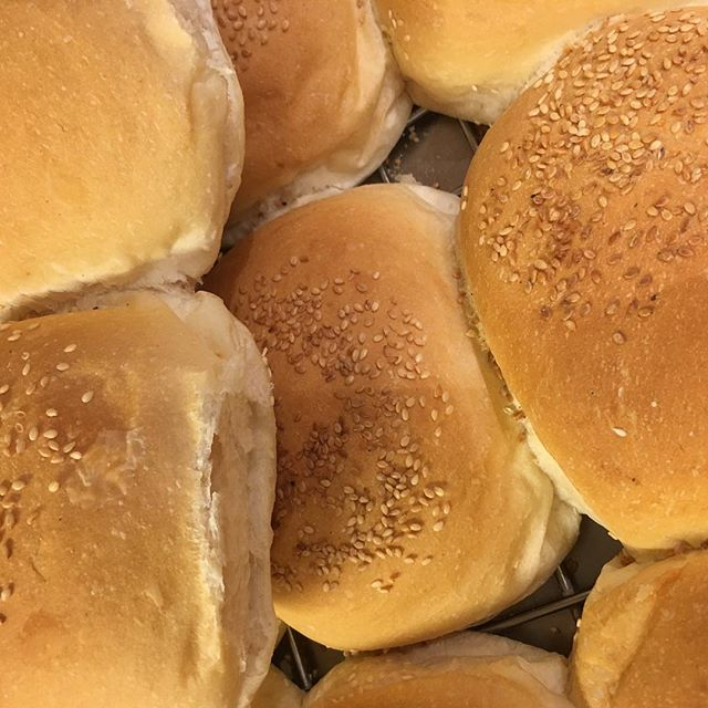 Jumbo #buns required for old School #hamburger at the View. Strictly from 12 til 2 pm The secret ingredient. #beetroot #theviewpizza #saturdays #hardysbay