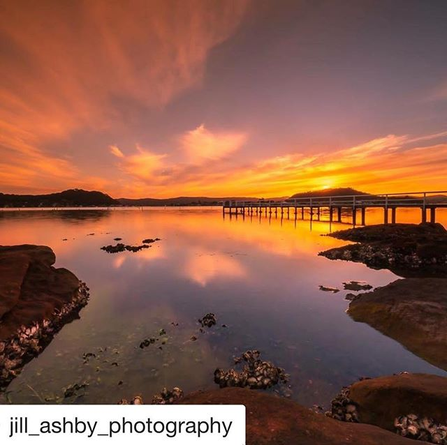 This is where you can have your cake (and #pizza) and eat it too. Thanks @jill_ashby_photography great shot of #hardysbay taken 20 metres from our door #Killcare #Theviewpizza  #sunset  #photography  #canonphotography  #canon