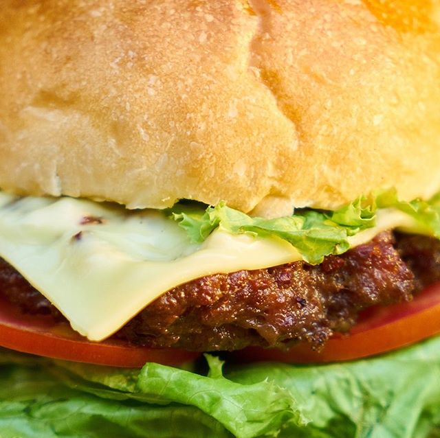 Old skool #hamburgers @ #theviewpizza this Saturday noon. Perfect with a beer a view and some chips