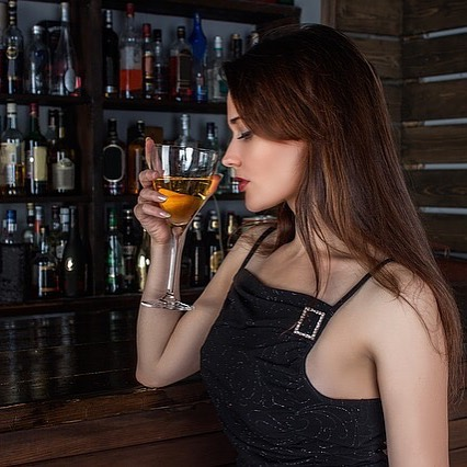 Wine tasting 6 pm tonight #theviewpizza Join Us #hardysbay #killcare