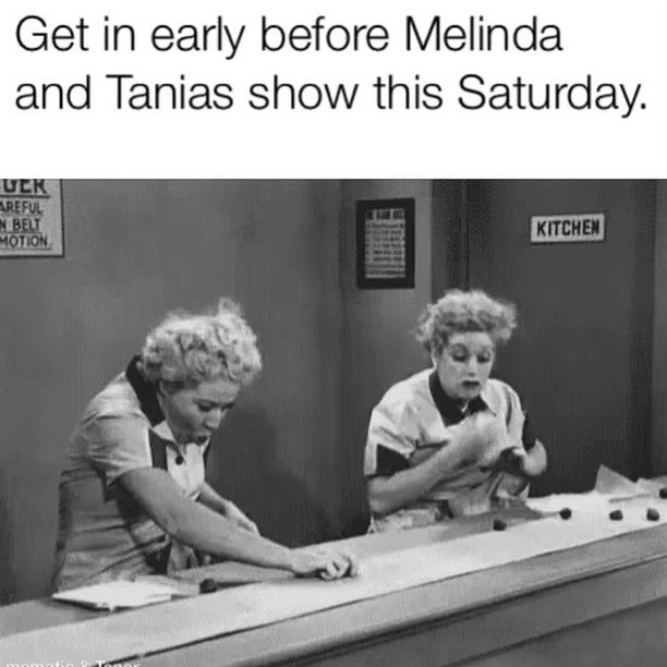Everyone tends to order 🍕30 minutes before showtime🤔Enjoy a 🥂 and meet up with the gals well before start time. Ordering after 6:30 will probably be too late. #Theviewpizza @melindaschneiderofficial